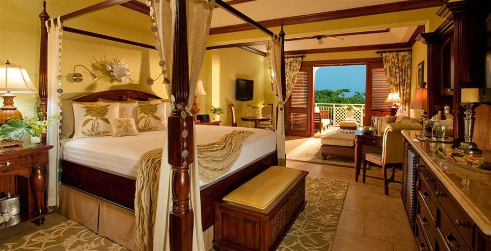 Sandals Royal Caribbean Vacationeeze