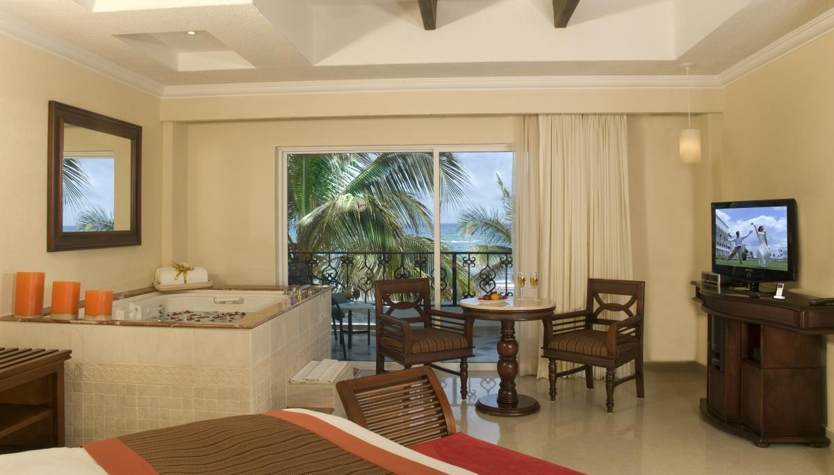 The Royal Playa Del Carmen Vacationeeze